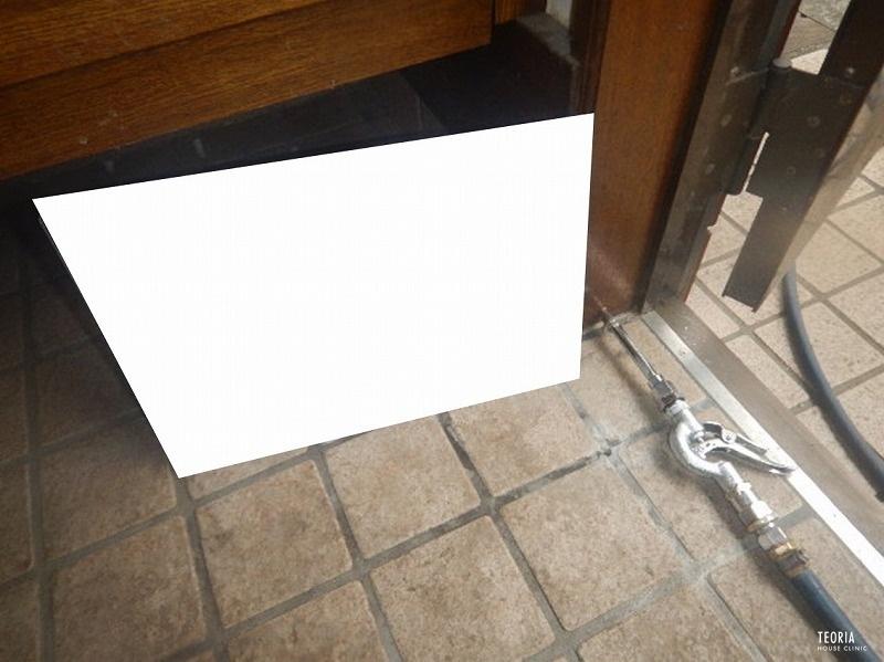 ドア枠への薬剤注入